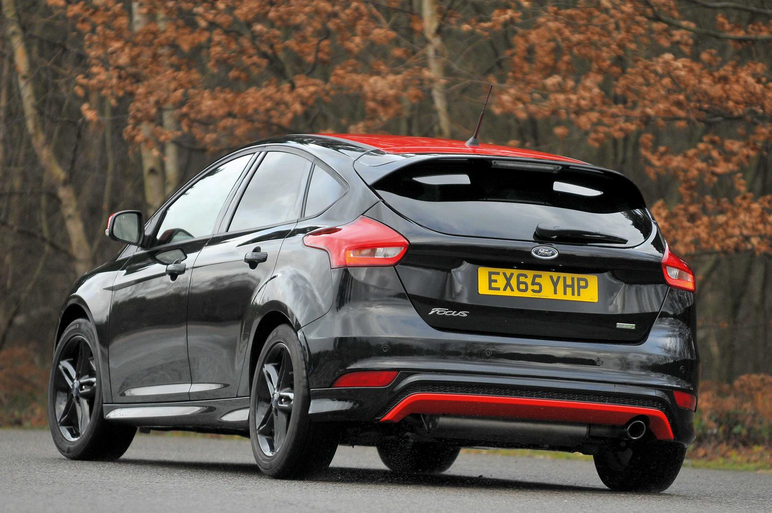 Ford Focus Black Edition vs Seat Leon FR