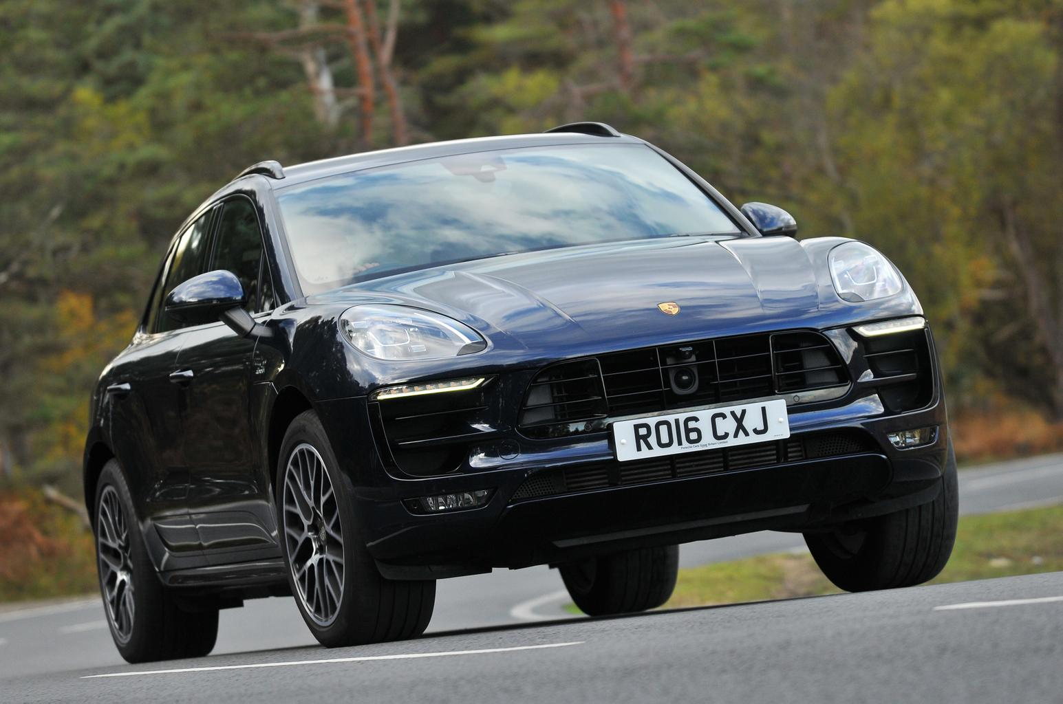 New Maserati Levante vs Porsche Macan