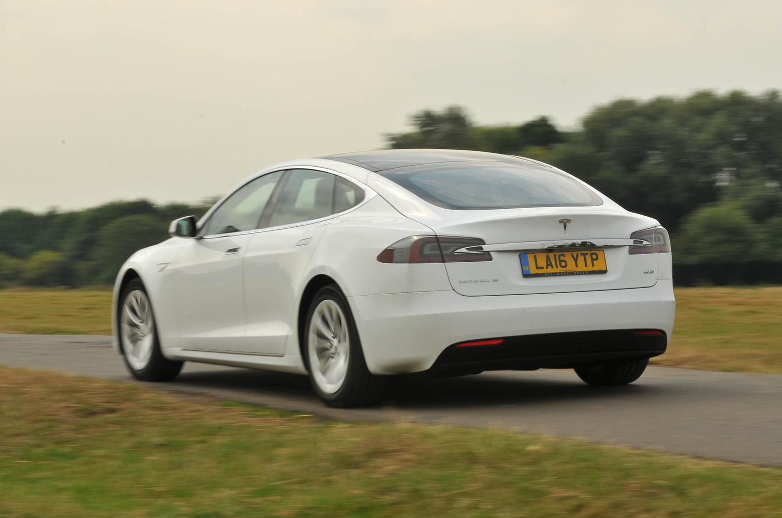 7 reasons to buy a Tesla Model S