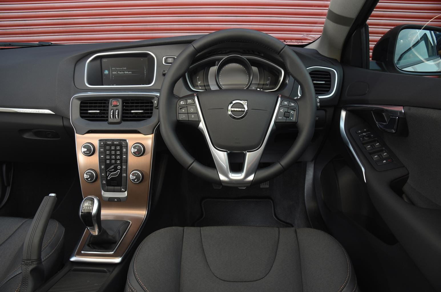 2016 Volvo V40 Cross Country D2 review