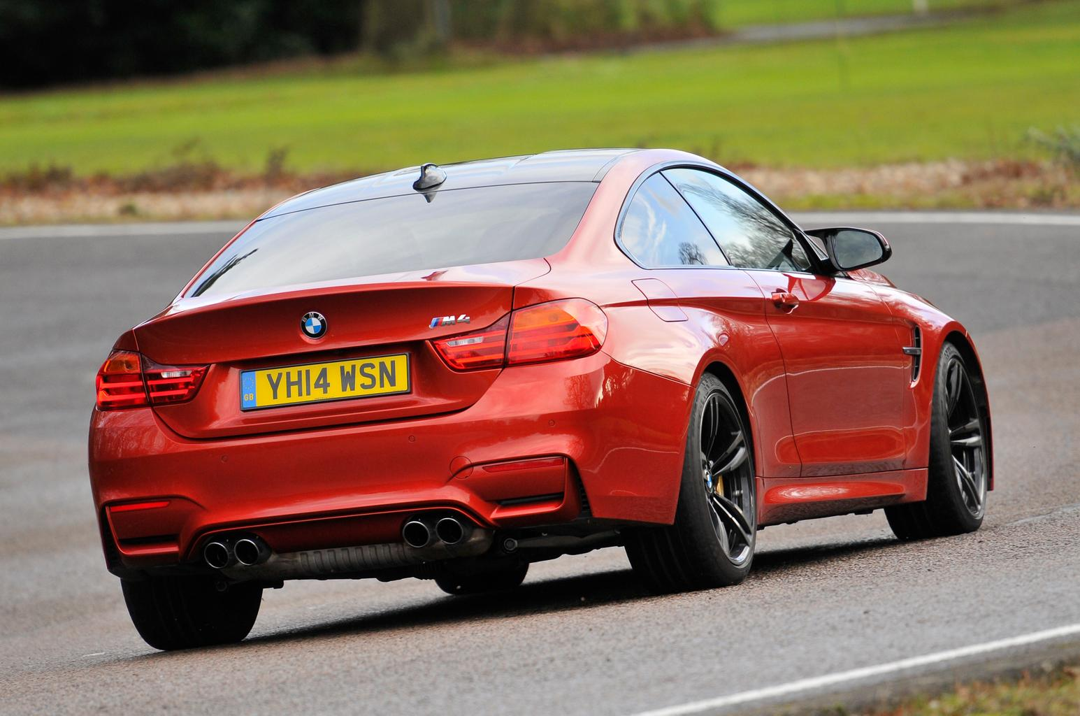 BMW M4 vs Lexus RC-F