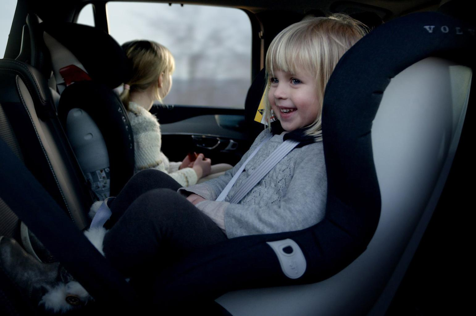 Child car seats: rearward vs forward facing, which is best?