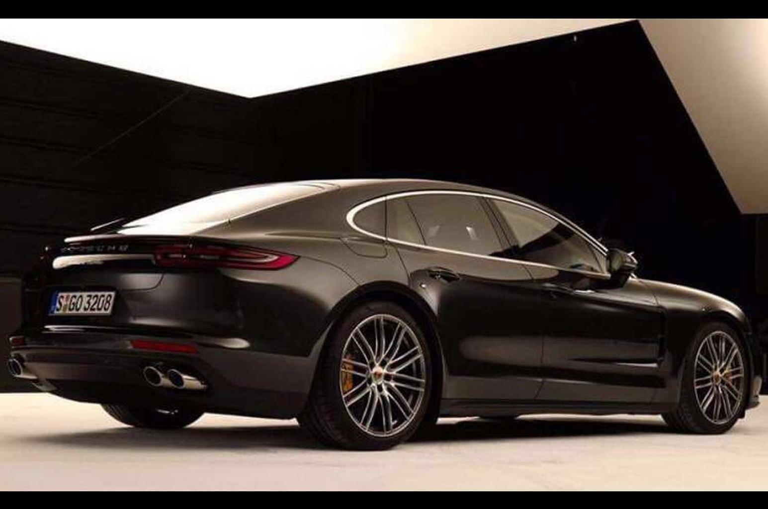 New Porsche Panamera - first pictures appear online