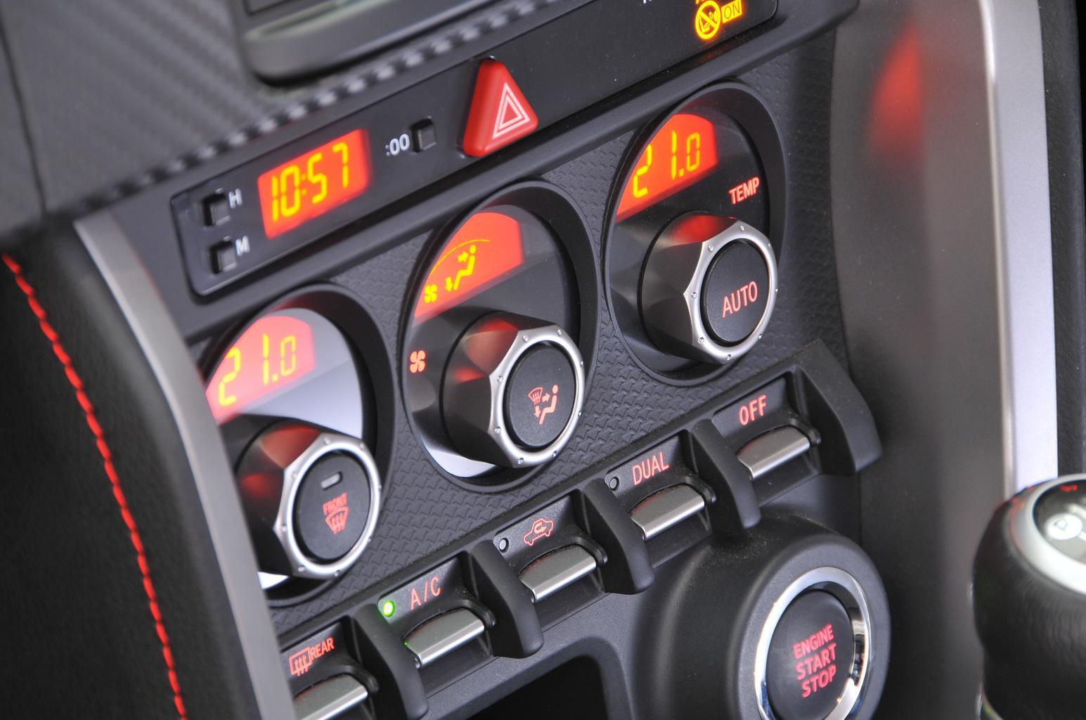 Mazda MX-5 vs Toyota GT86