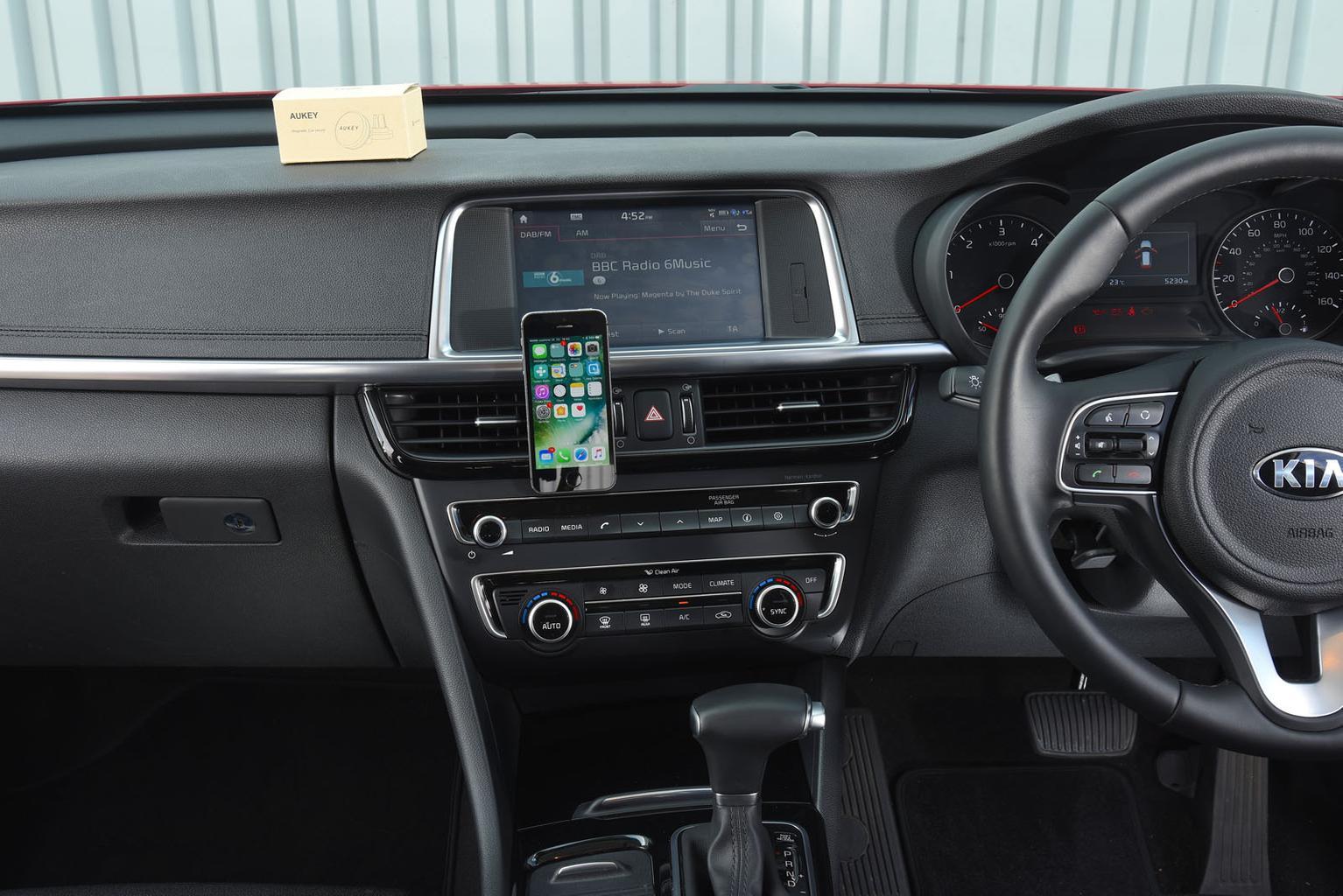 Best car phone holders 2018 – group test