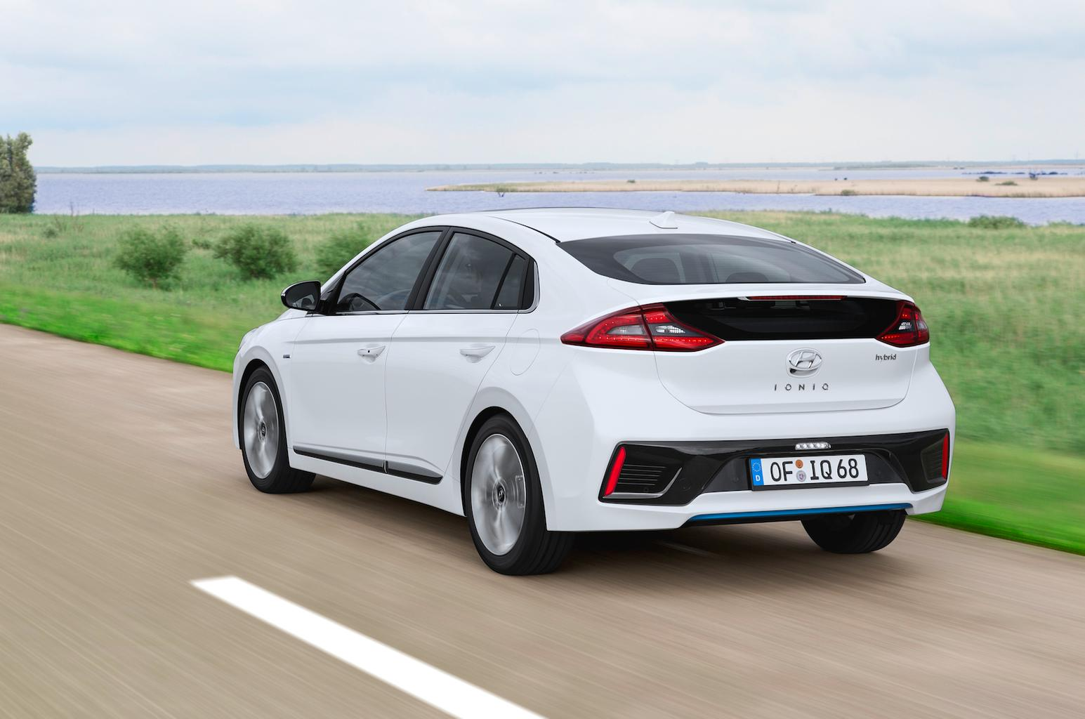 2016 Hyundai Ioniq - video reader review