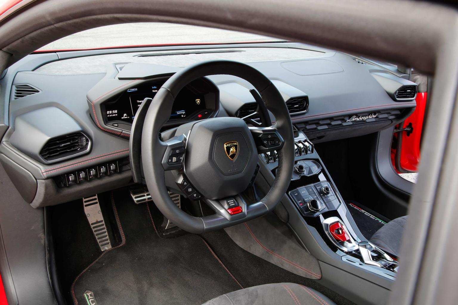 2016 Lamborghini Huracán LP580-2 review