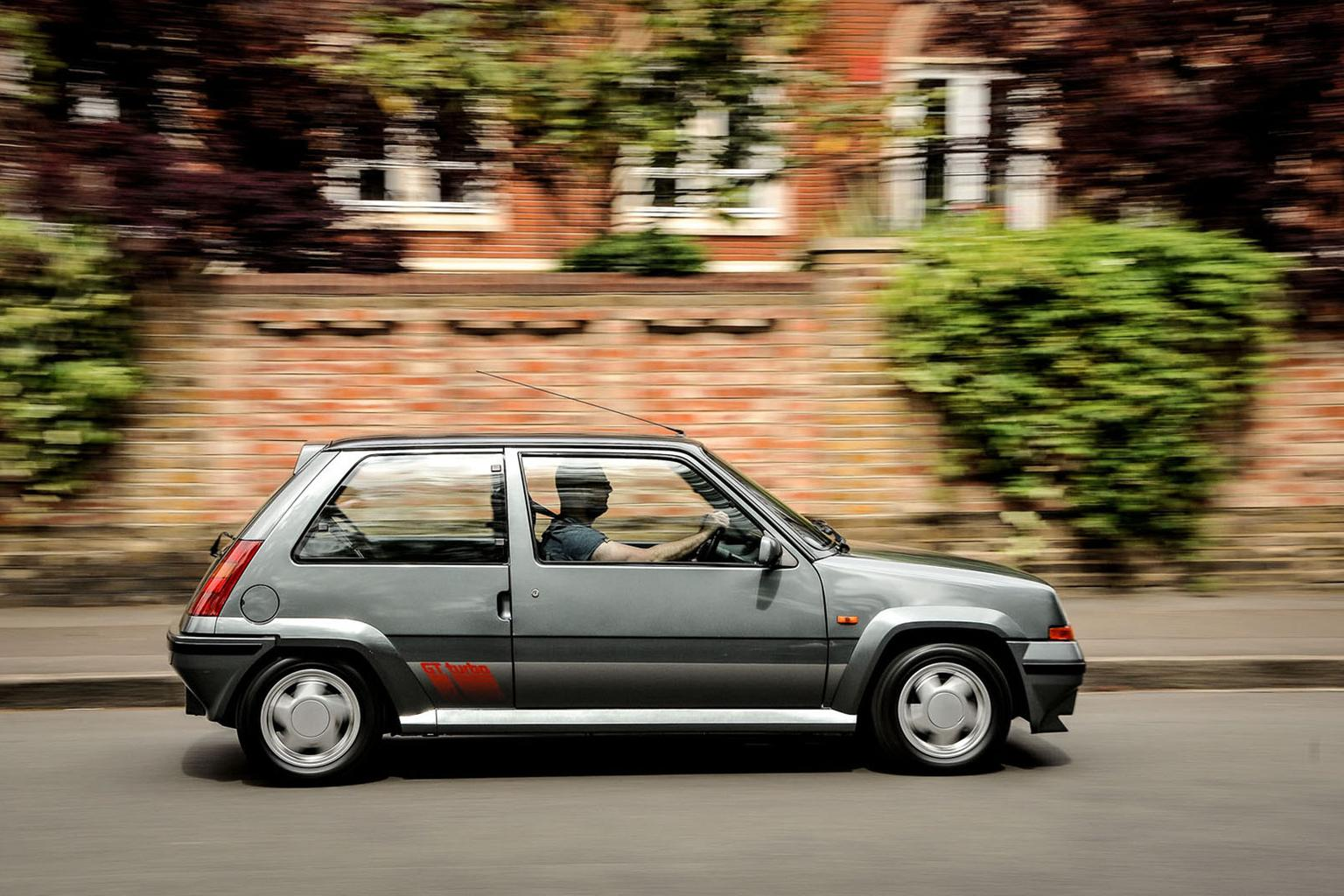 Renault 5 GT Turbo – Rewind Wednesday
