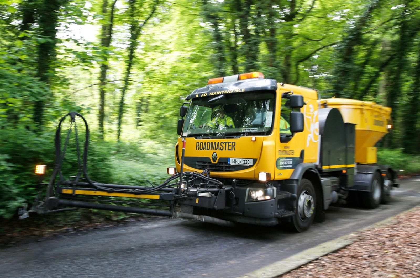 Road resurfacing truck